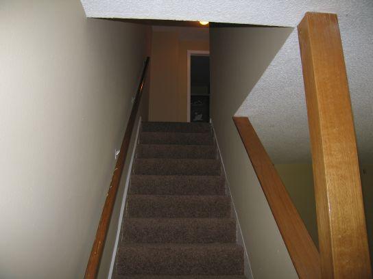 1590n-looking-upstairs