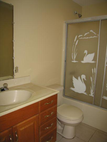 1590n-upstairs-bathroom